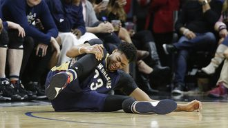 Pelicans lose Davis to injury, Clippers win 111-90